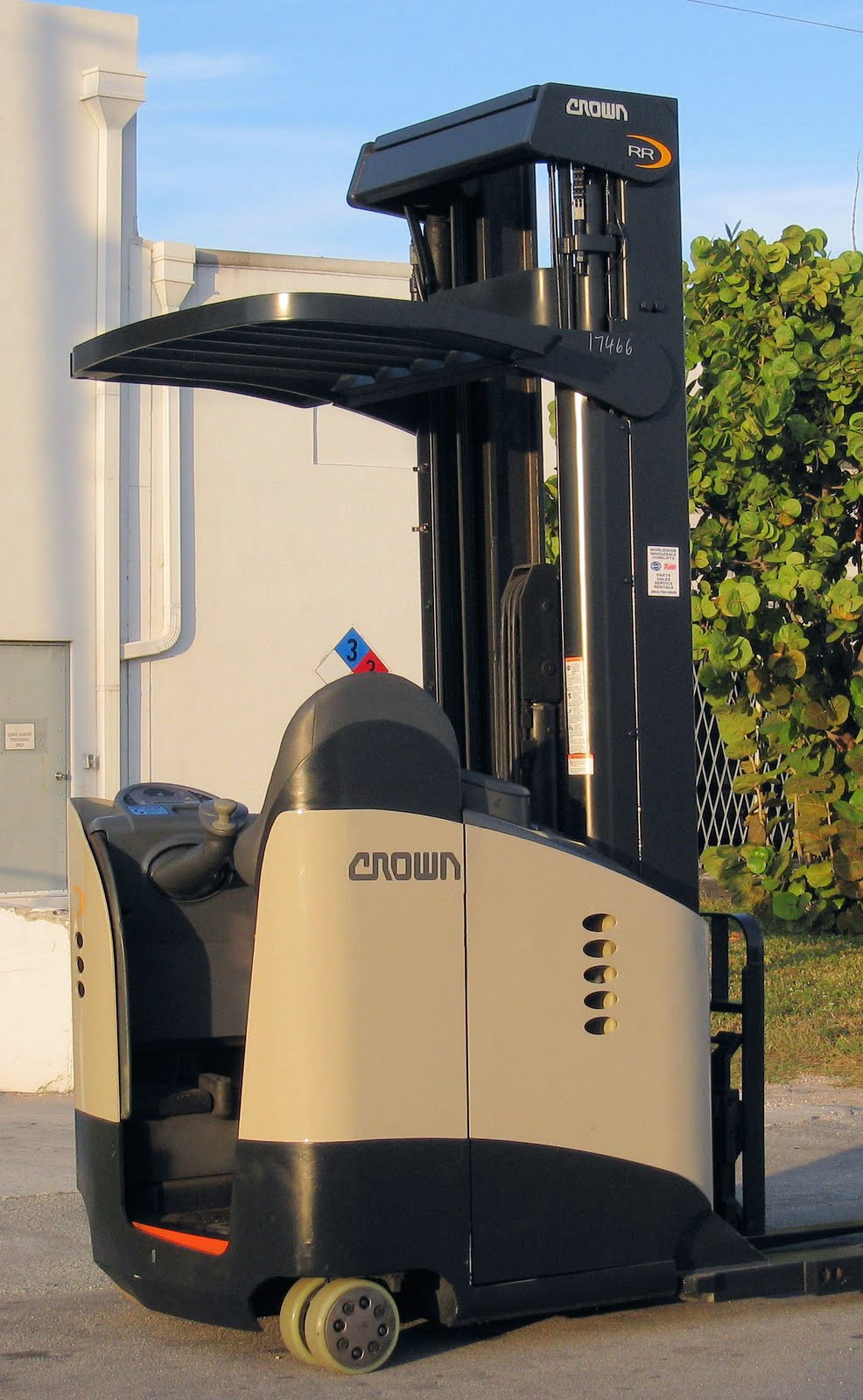 What It S Like To Operate A Crown Industrial Reach Truck