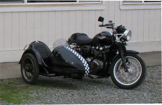 Triumph_with_sidecar
