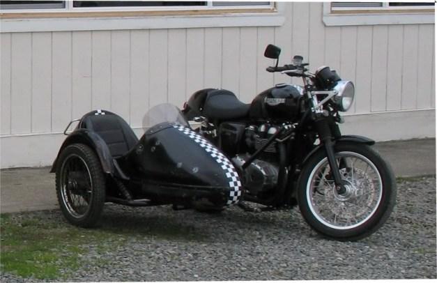 Triumph_with_sidecar