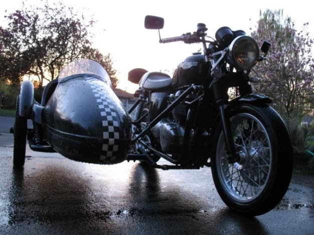 Triumph_with_sidecar0