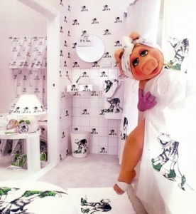 MISS PIGGY SHOWER