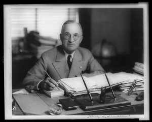 Harry_Truman_at_desk